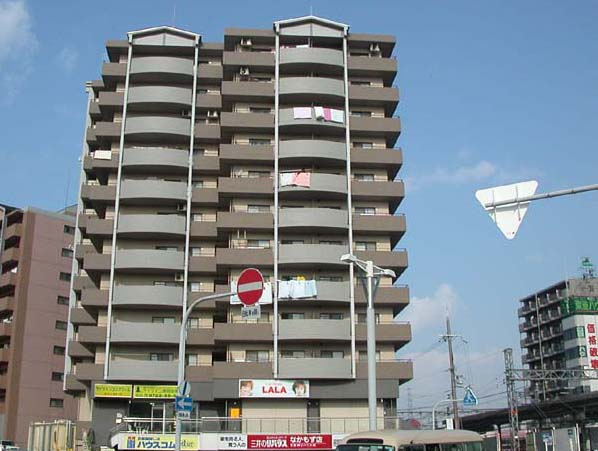 オートロック付き駅前マンションです。大阪府堺市北区中百舌鳥町5丁