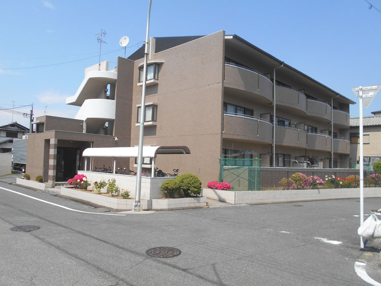 防音性に優れた鉄筋コンクリート造。広〜いお庭が魅力です。大阪府堺市中区深井北町