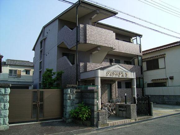 タイル張りの外観。鉄筋コンクリートの重厚な造りです。大阪府堺市中区八田西町3丁