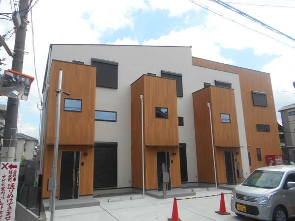 メゾネットタイプ。中2階には、大容量の収納があります。ペット相談できます。大阪府堺市北区北花田町2丁